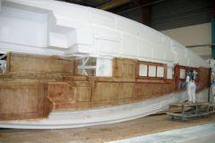 Segelboot-Produktion in einer Fabrik von Bénéteau