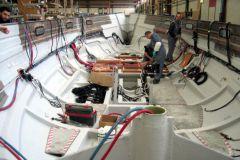 Segelboot im Bau in Bénéteau