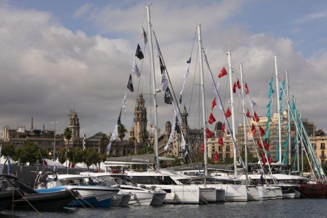 In Port Vell ausgestellte Boote für den Salon Nautico de Barcelona